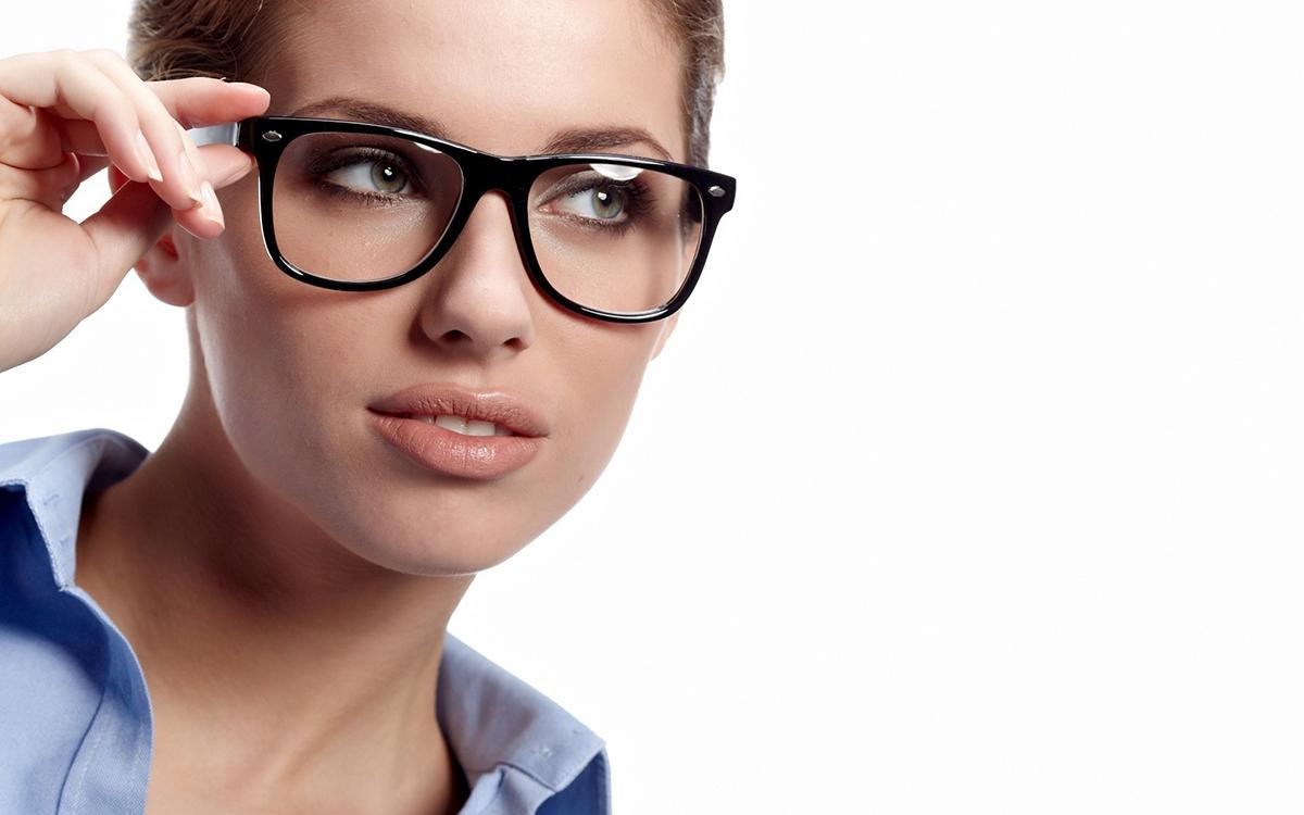 wooman_eyeglasses